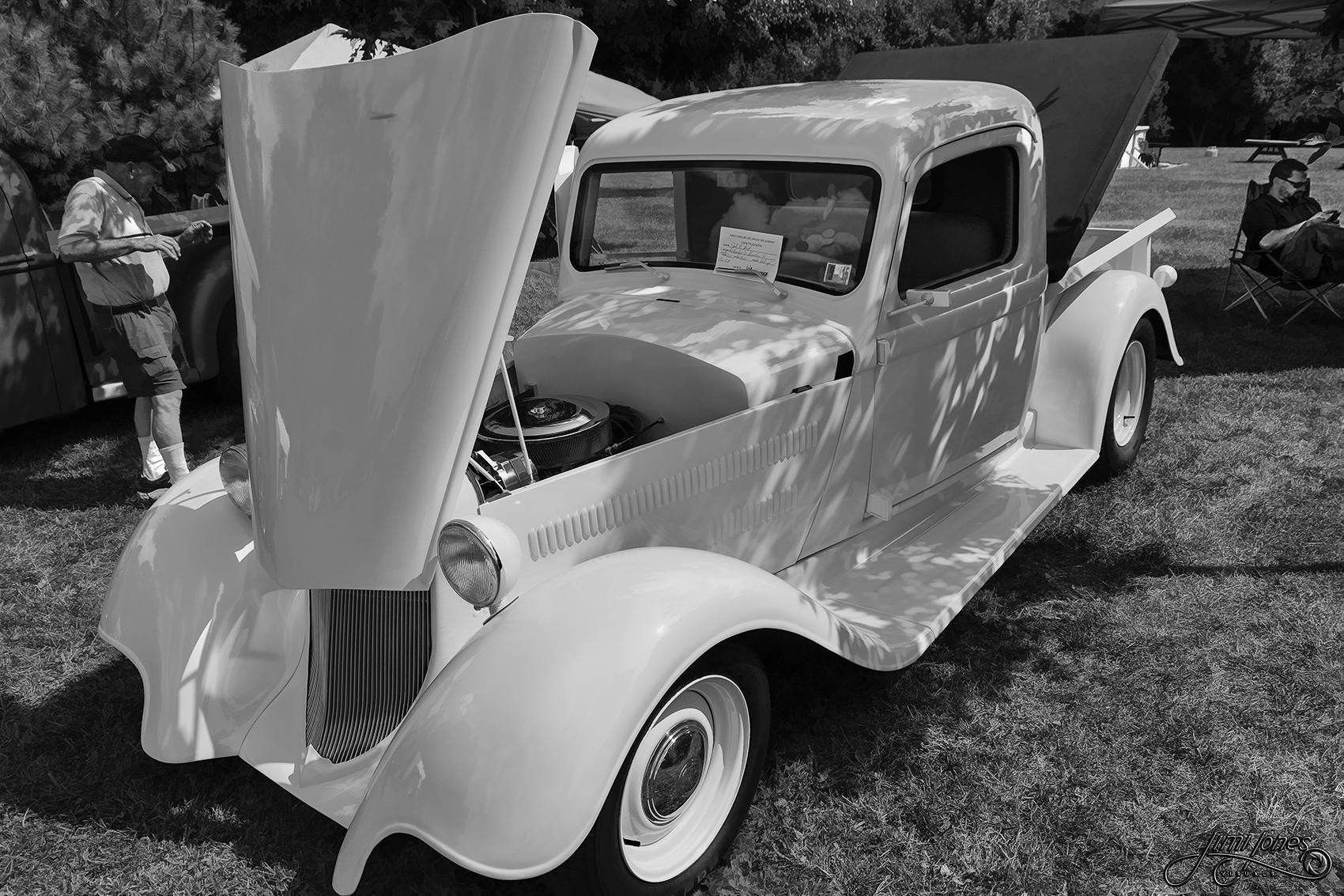 1935 Dodge Pickup - B&W.jpg