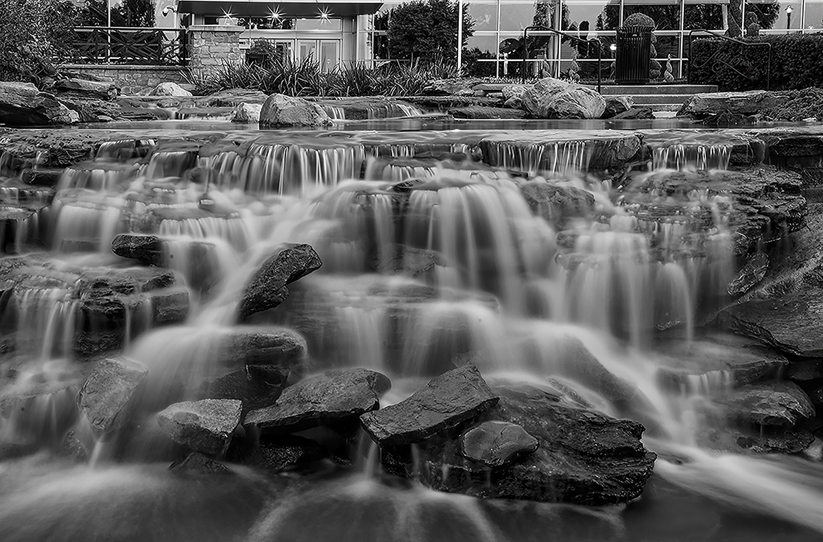 Water Fountain - Gaylord National B&W.jpg