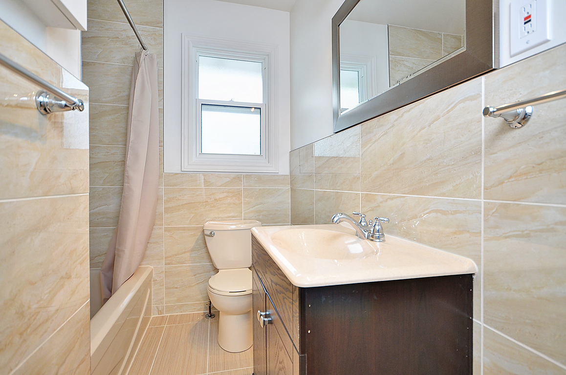 012bathroom1.jpg