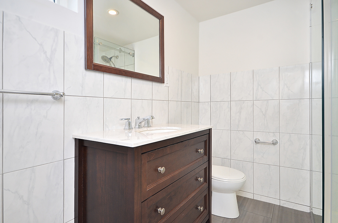 013bathroom2_view1.jpg