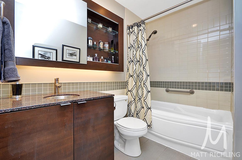 019bathroom.jpg