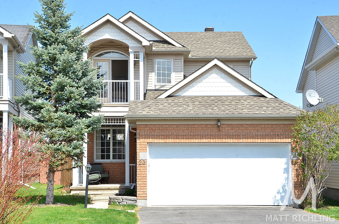 Large Single Family Home For Sale In Ottawa Barrhaven