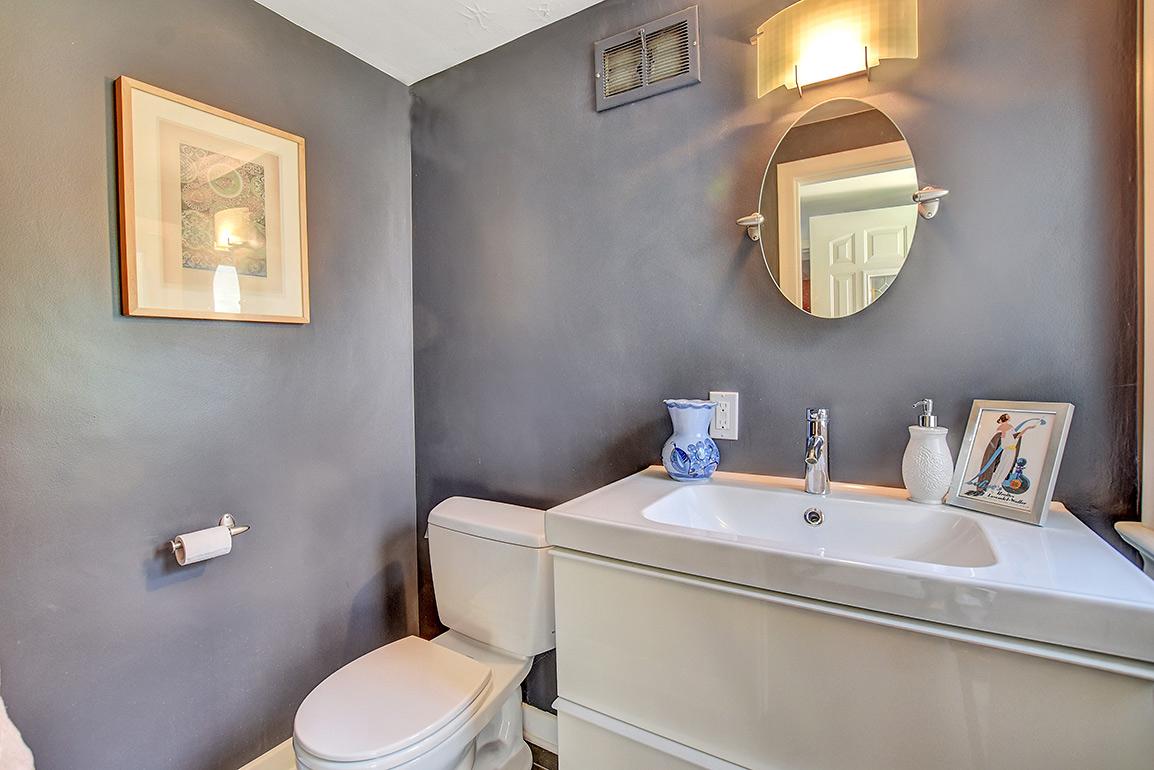 025bathroom2--fixed.jpg