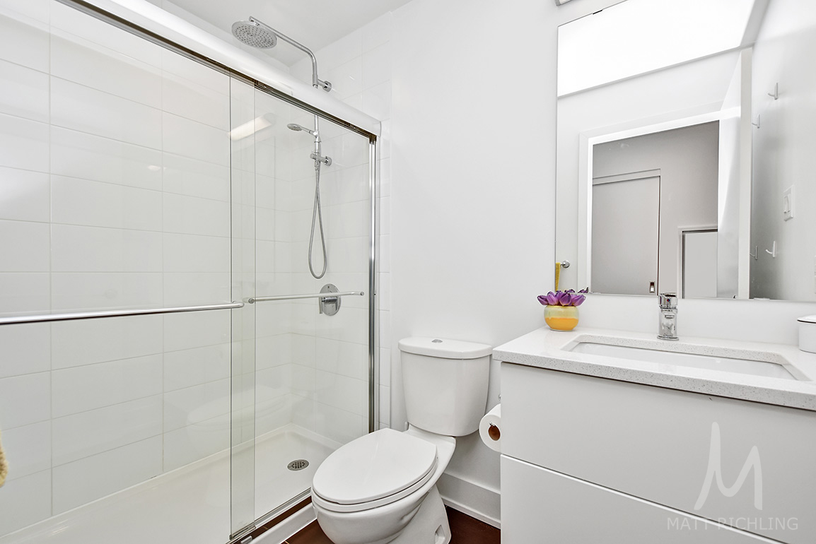 025bathroom.jpg
