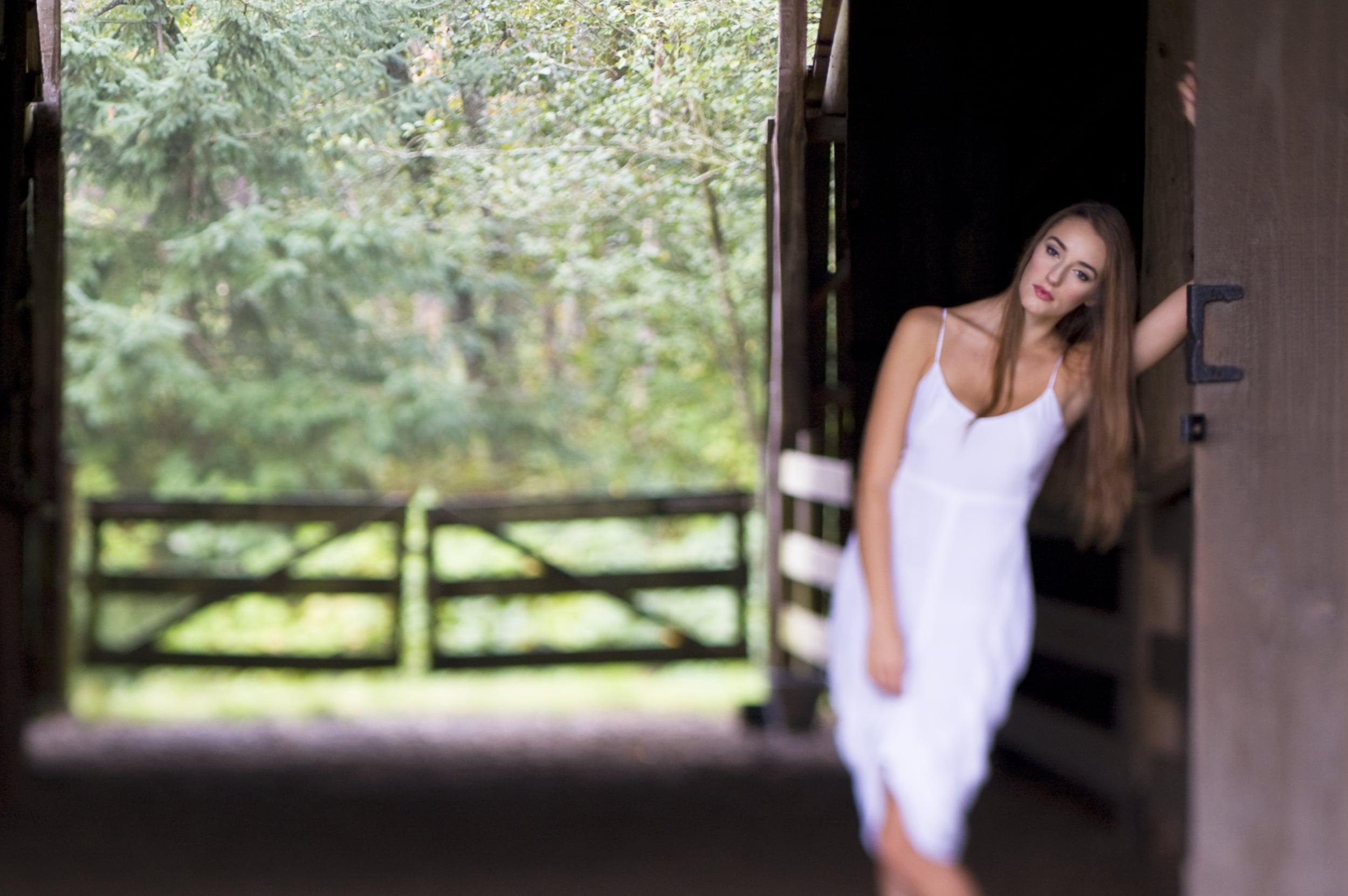 Beautiful_white_dress2.jpg