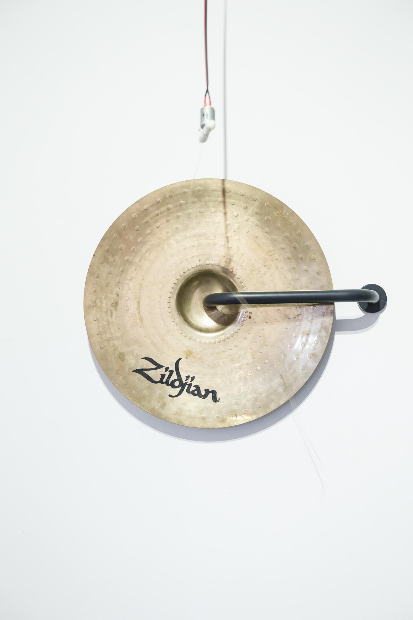 Huijun Lu, Cling, 2018, Cymbal, polymorph, rotating motor, instrument strings, Arduino Uno