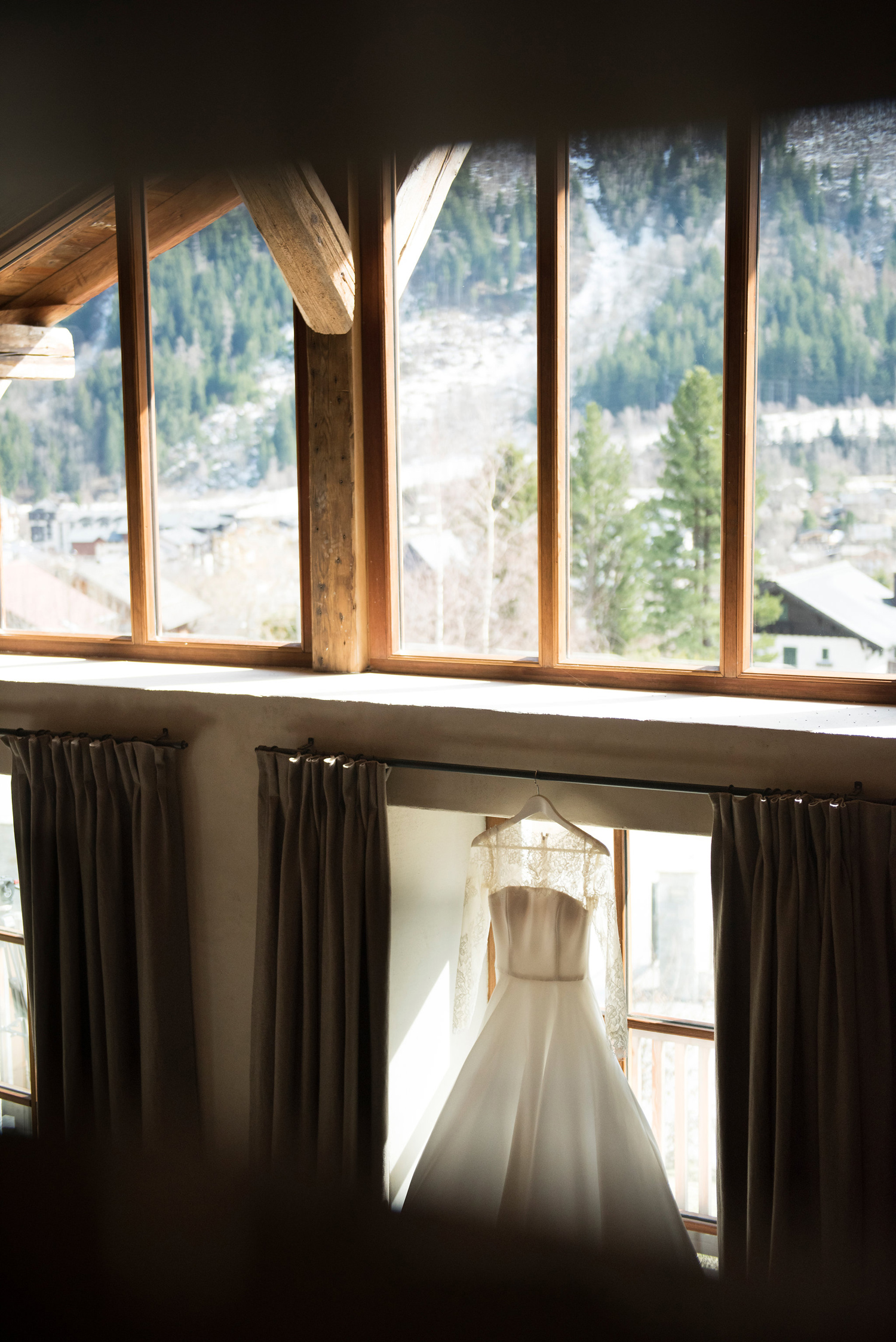 211-katie-mitchell-chamonix-wedding-photographer-france.jpg