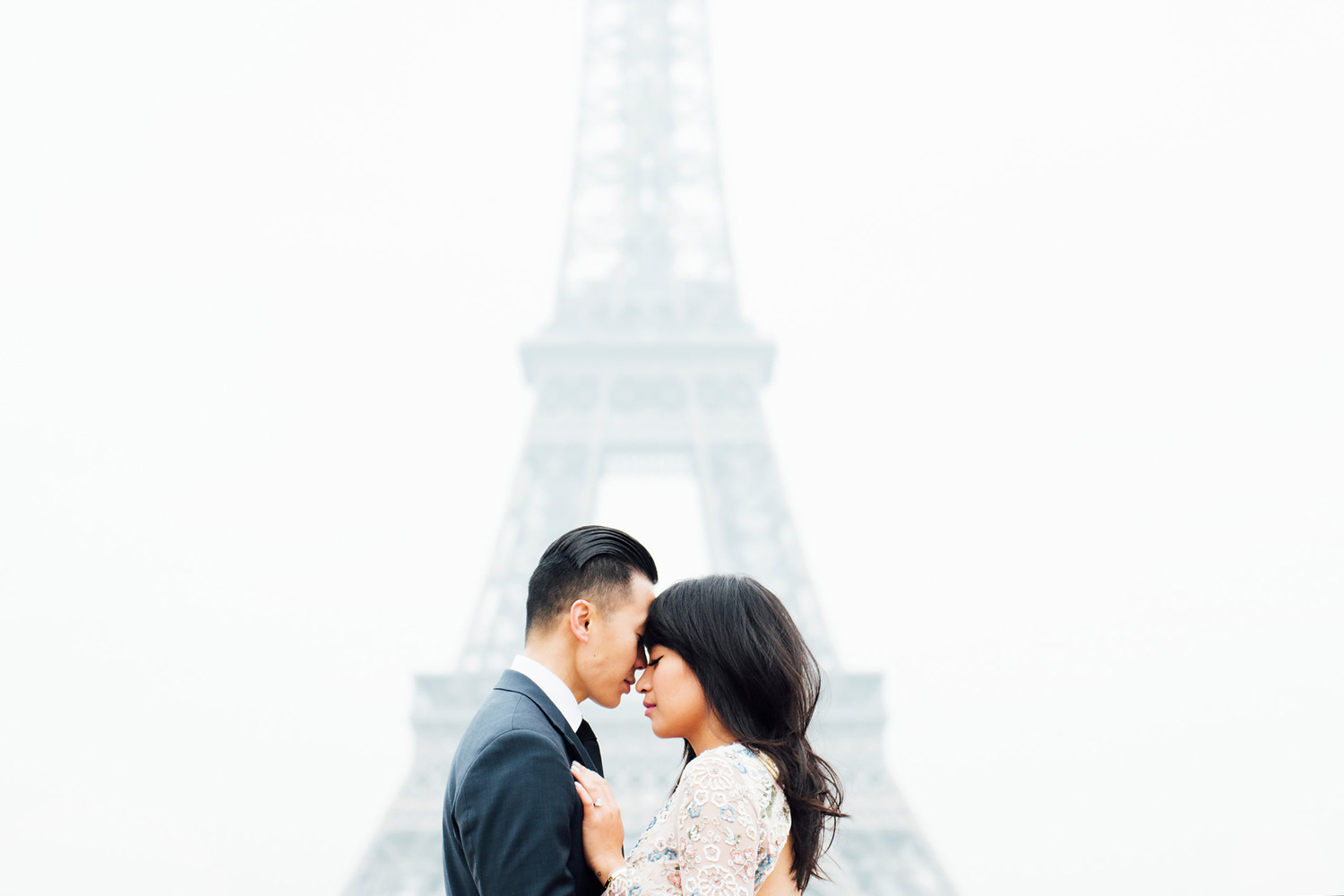 005-eiffel-tower-and-engaged-couple-photoshoot.jpg