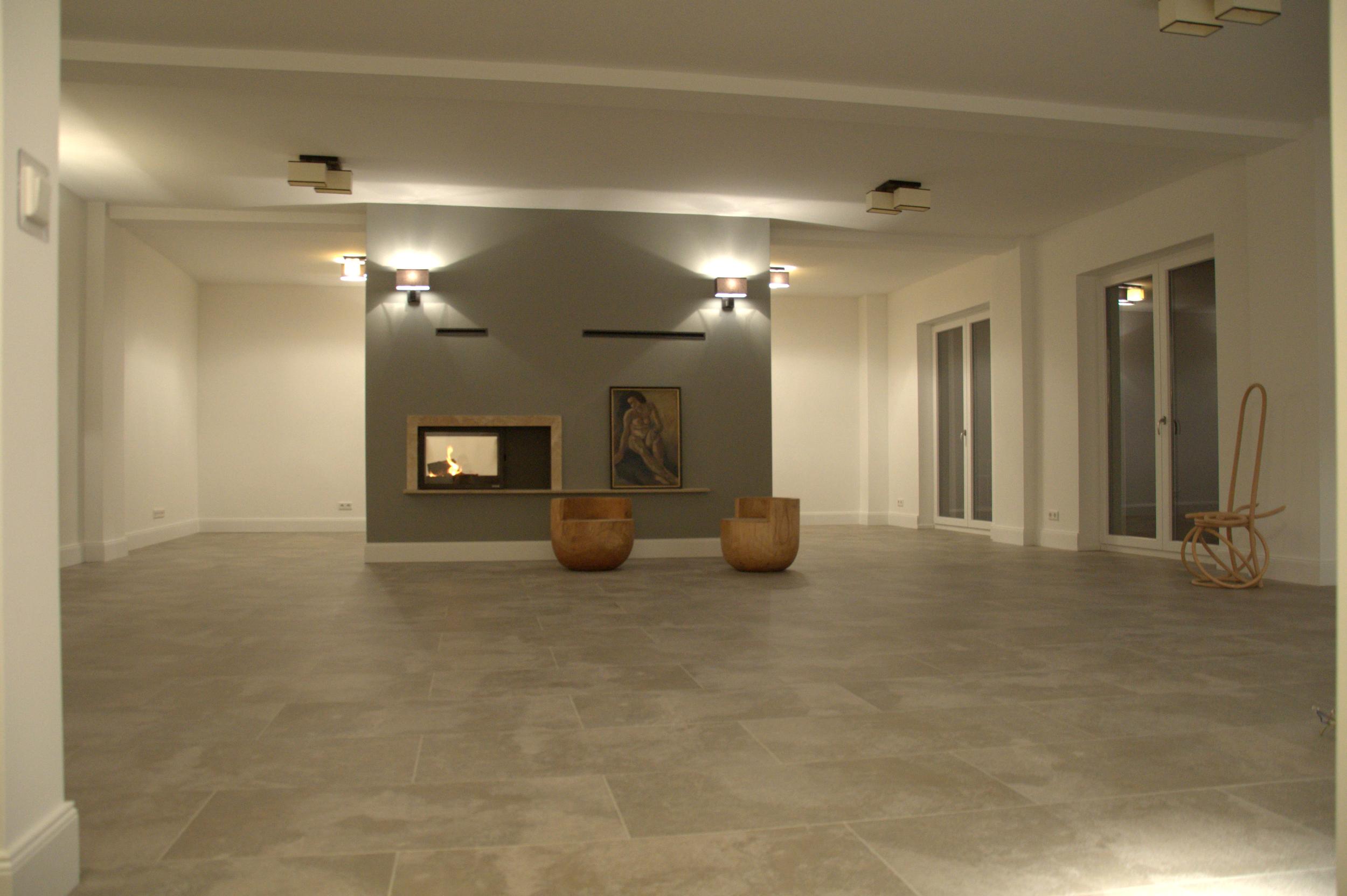 Großzügiger Lebensraum Wohnzummer, Lounge, offene Küche, Kamin