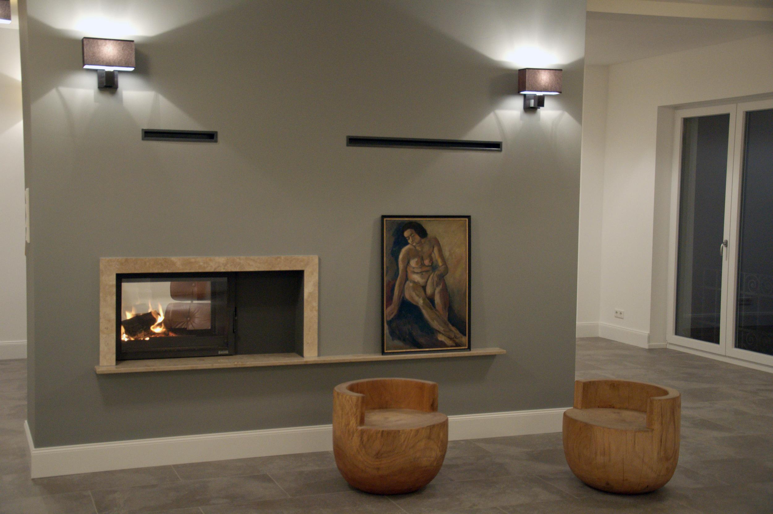 Wohnzimmer Wandscheibe mit Durchsicht Kamin im Luxus Loft Frankfurt