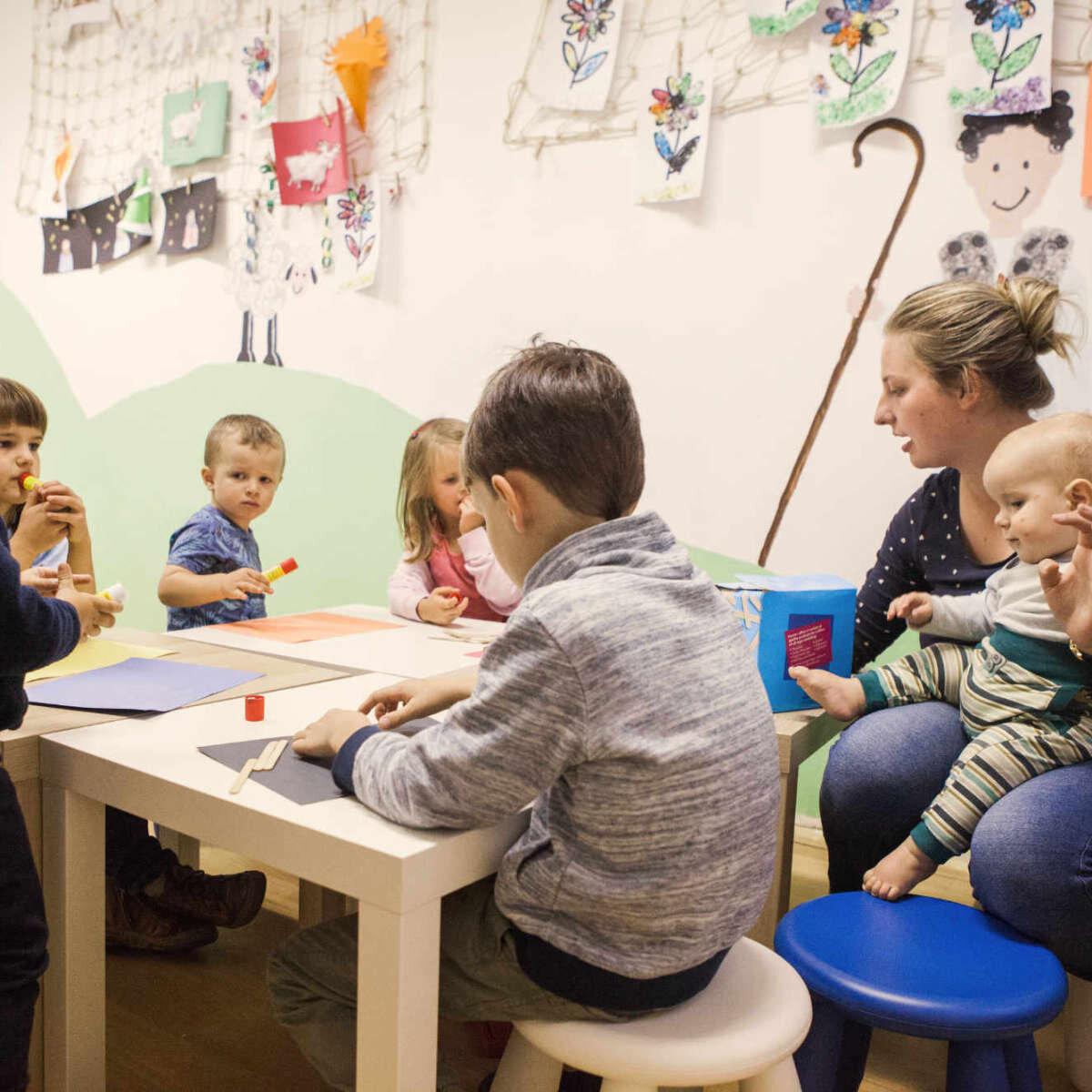 Děti mívají v průběhu bohoslužby vlastní program.