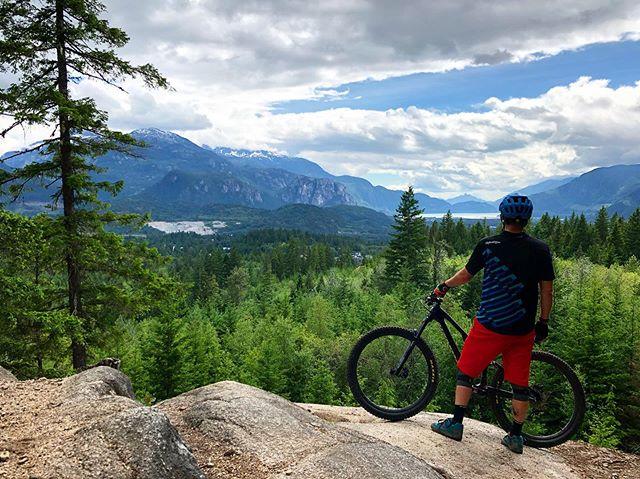 Boney Elbows, Squamish BC . #mtb #mountainbike #singletrack #squamish #boneyelbows #mtbBC #sorca #explorebc #ridingfeelsgood #biketrip #biketravel #bringyourbike #bikebag #bikebagrentals #evoc