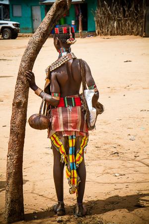 Bona tribeswoman