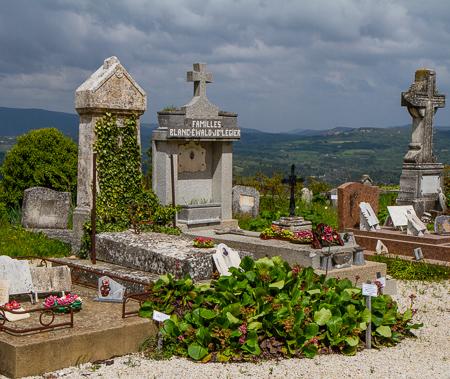 Mountaintop cemetery - Saignon