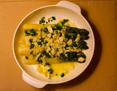 White asparagus a la Flamande - Dinner at home