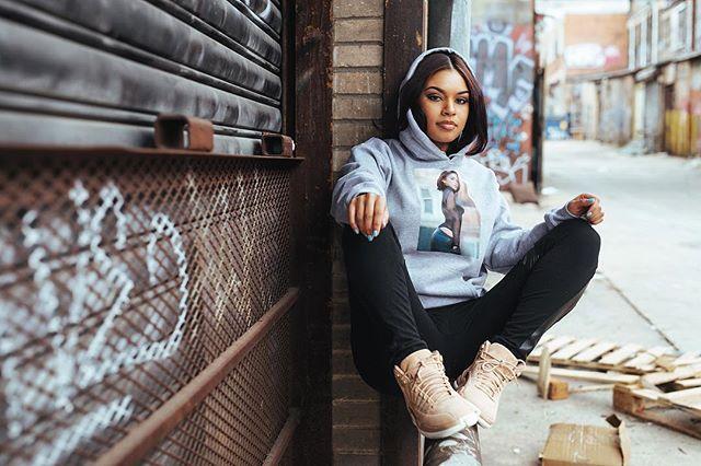 Hoodie Mellow • /melō/ - pleasantly smooth.  @toijanea  @stretchtv #strongarmdivision . . . #cthrulens #teamfreshroti #lightchase #dc #streetstyle #portrait #photographer #hoodie #jumpman23 #sneakerhead #urbanfashion #sneakermag #jordan #nike
