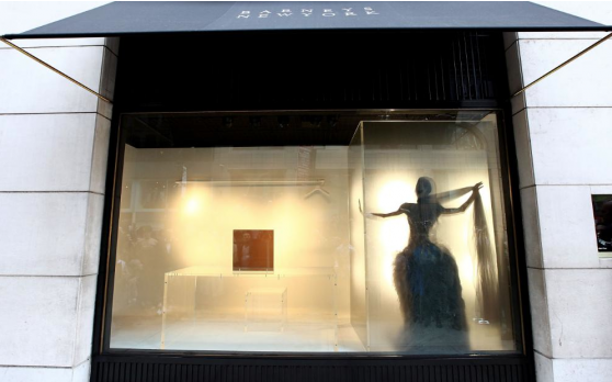 Daphne Guinness performing and dressing for the McQueen Gala at the Met in Barney's window. Image source: Barney's