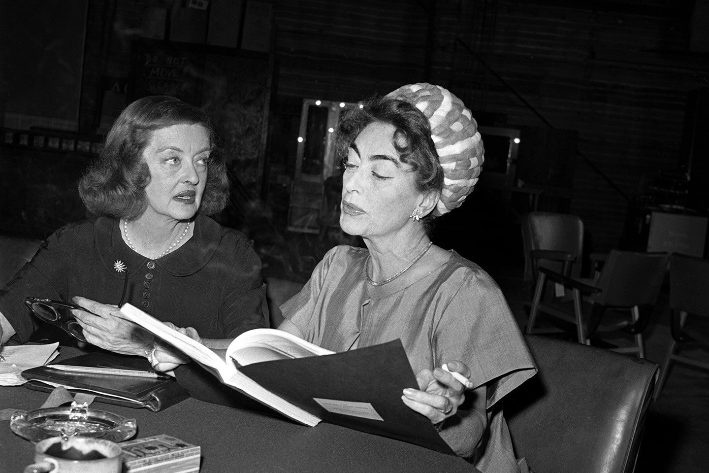 Bette Davis and Joan Crawford on the set of  Whatever Happened to Baby Jane  (1962). A  new TV series,  Feud ,  debuts on FX tonight that stars Susan Sarandon and Jessica Lange playing the Hollywood icons and exploring their troubled relationship.