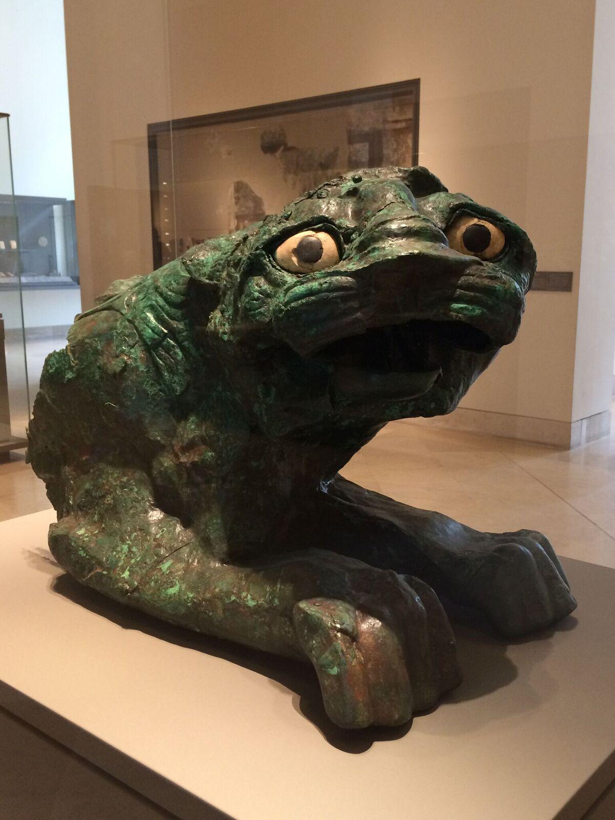 3.Louvre-cat.JPG