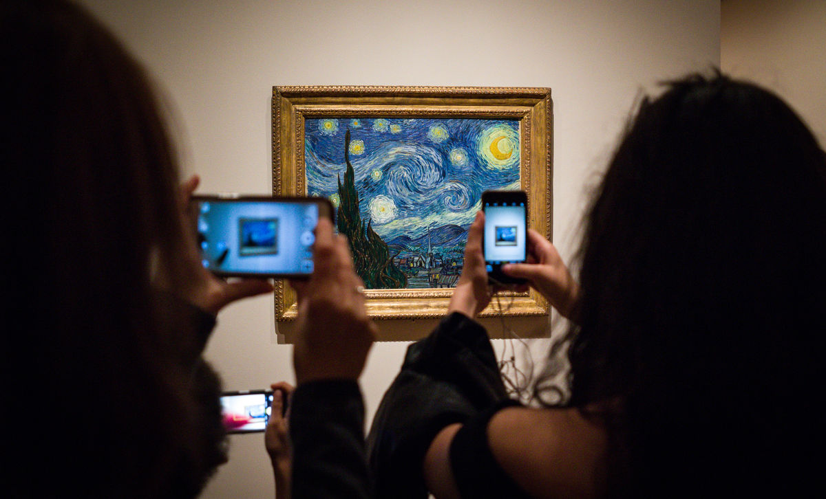 """Are Smartphones Keeping Us from Appreciating Art?"""