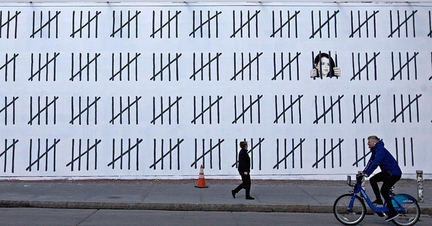 """""""Banksy protests Turkish artist's incarceration in new mural"""""""