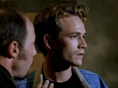 "Luke Perry's Startling Vulnerability in the ""Beverly Hills, 90210"" Episode ""The Dreams of Dylan McKay"""