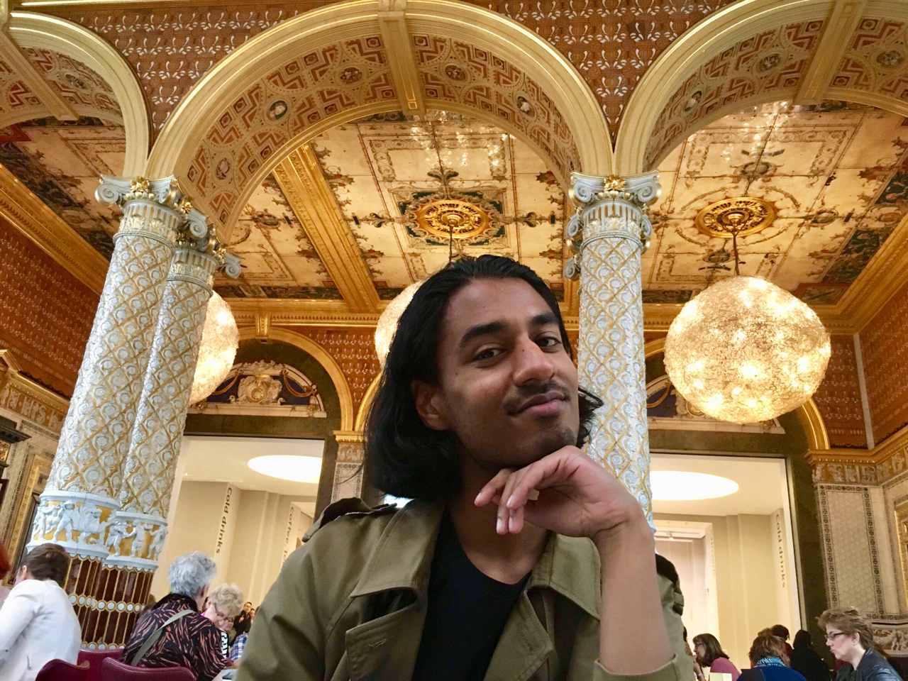 Meet field school blogger Shonel Kumar; here enjoying lunch at the Victoria and Albert Museum