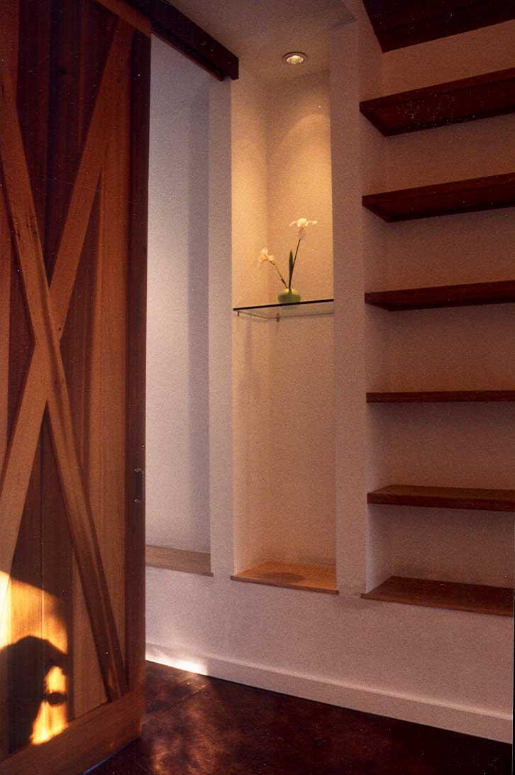 entry niche 3-25-05.jpg