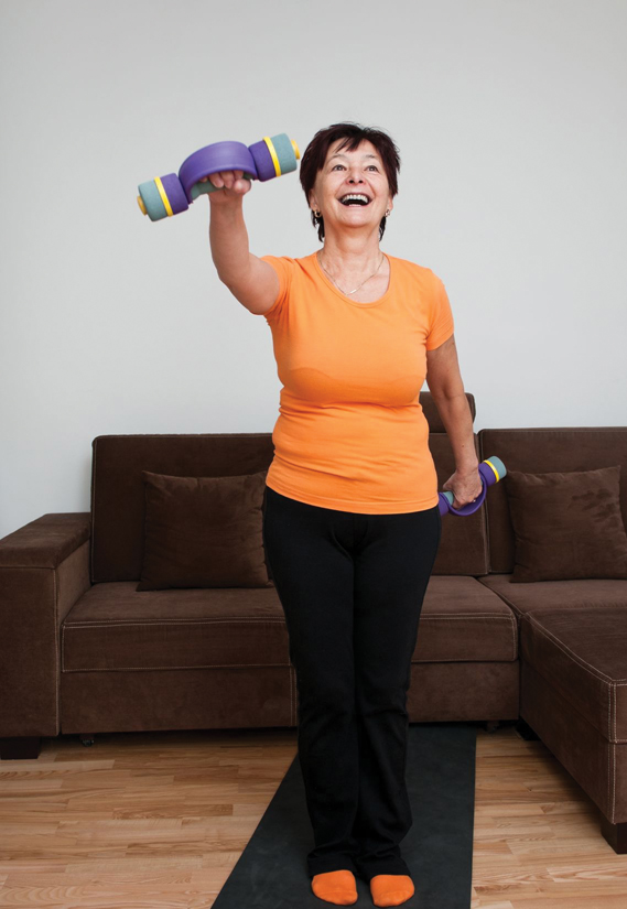 Woman builds and strengthens core muscles with working with weights