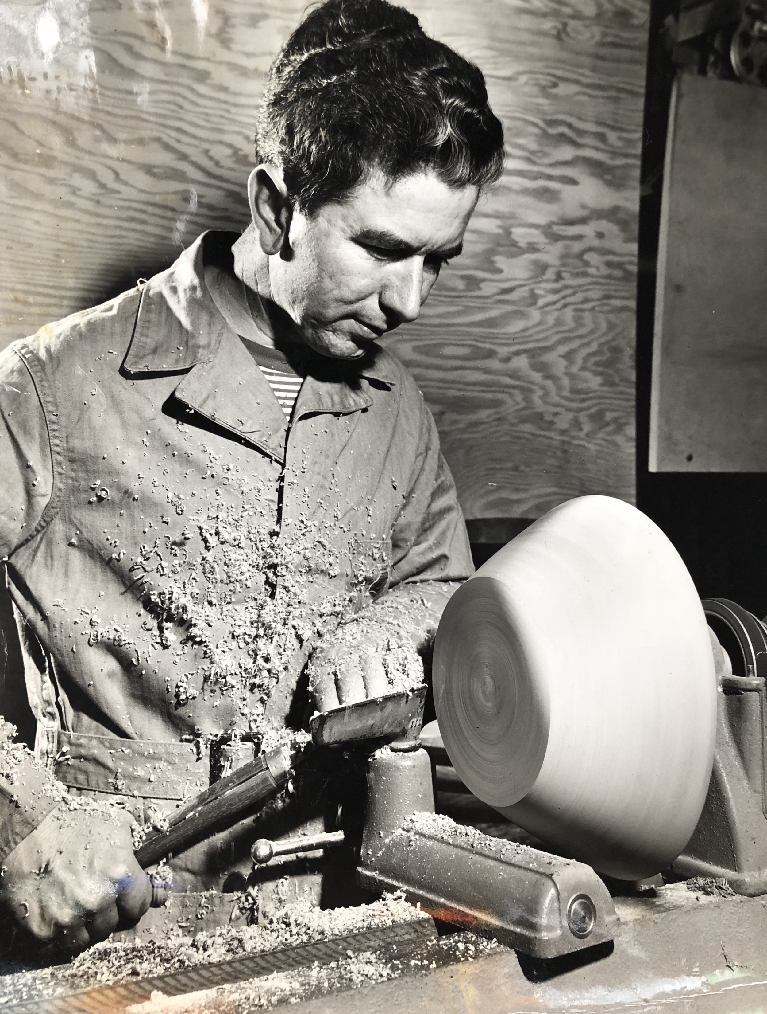 Bob Stocksdale turning a bowl on a wood lathe.