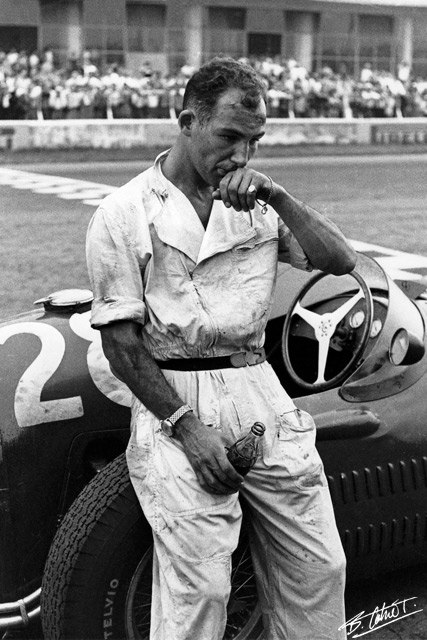 Stirling Moss, Monza 1954 Photo: Bernard Cahier, http://www.f1-photo.com/