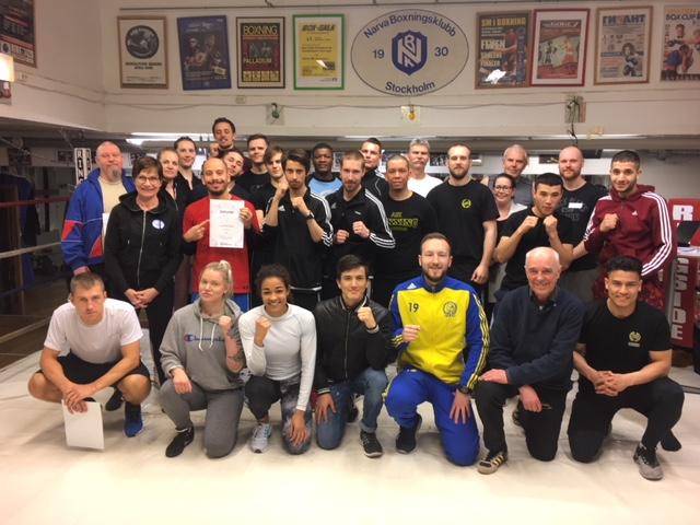 Alla deltagare samt tränarna som höll i kursen (bilden är lånad från Svenska boxningsförbundets hemsida)