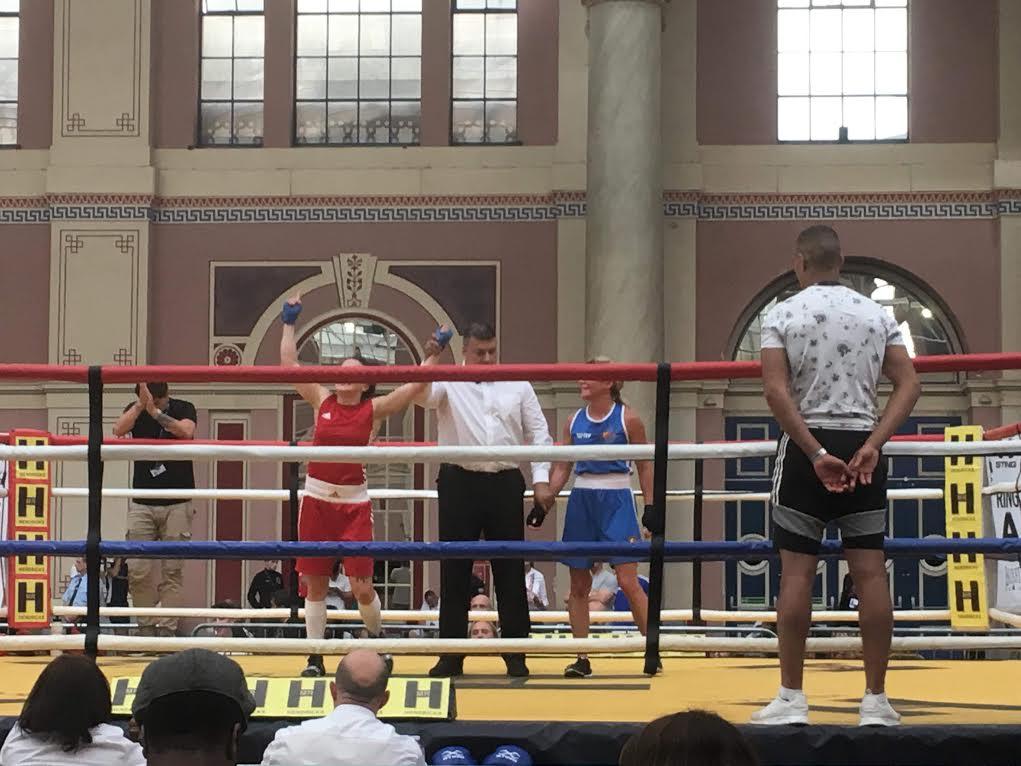 Vinst för Mia i det sjunde (!) mötet mellan boxarna.