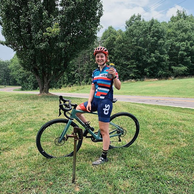 #trainingtiptuesday - During heat of the summer, make sure you're staying on top of your hydration before, during, and after rides! If you run out of energy, carbohydrates can reach your muscles in just 10 minutes, but dehydration can take hours to fully recover from. The goal is to limit fluid weight loss to 2% or less of your total body weight. This fluctuates based on sweat rates and environment conditions, but 1-2 bottles (20-40oz) of fluid per hour are the standard recommendation. During workouts longer than 60-90 minutes, you can supplement your water with drink mix to add some carbohydrates and sodium, replenishing your electrolytes (Our friends at @clifbar make a great lightly-flavored hydration mix!). Sometimes a room temperature bottle is easier to drink, but cold water or an ice slurry can help lower core temperatures on a hot day. Weighing yourself before and after a ride can help you see how much fluid you lost, and know how much you need to drink to replenish fluid levels and recover. A good rule of thumb is to consume 150% of the fluid weight you lost during exercise, within the first four hours after finishing. For example, if you lost two pounds, that's about 32oz if fluid, so your goal should be consuming 48oz over the course of the next few hours. #hydratedathlete #happyathlete #trainright #staythirsty @cts_trainright
