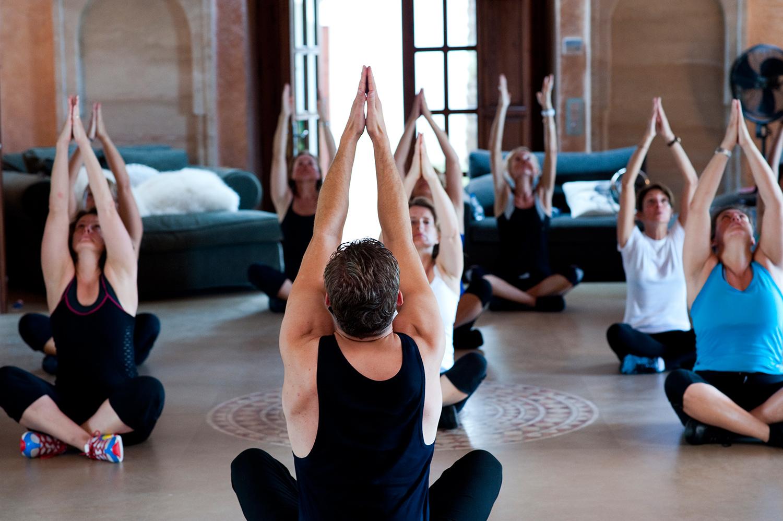 _DSC1505_yoga_stretch_paul_sm.jpg