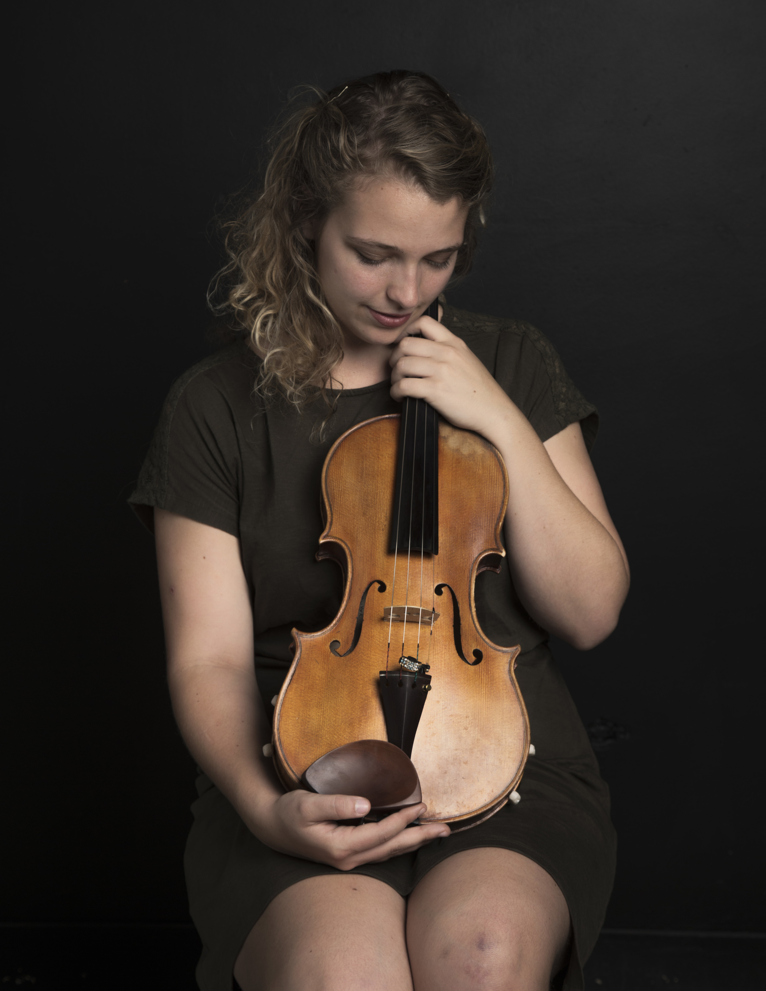 Bridget Kinneary  Viola   Bridget studies at the Eastman School of Music, where she anticipates graduating in December 2015 with a Bachelors in Music Education and Performance, a certificate in Arts Leadership, and a minor in German. She has studied abroad in Berlin and Freiburg, Germany.