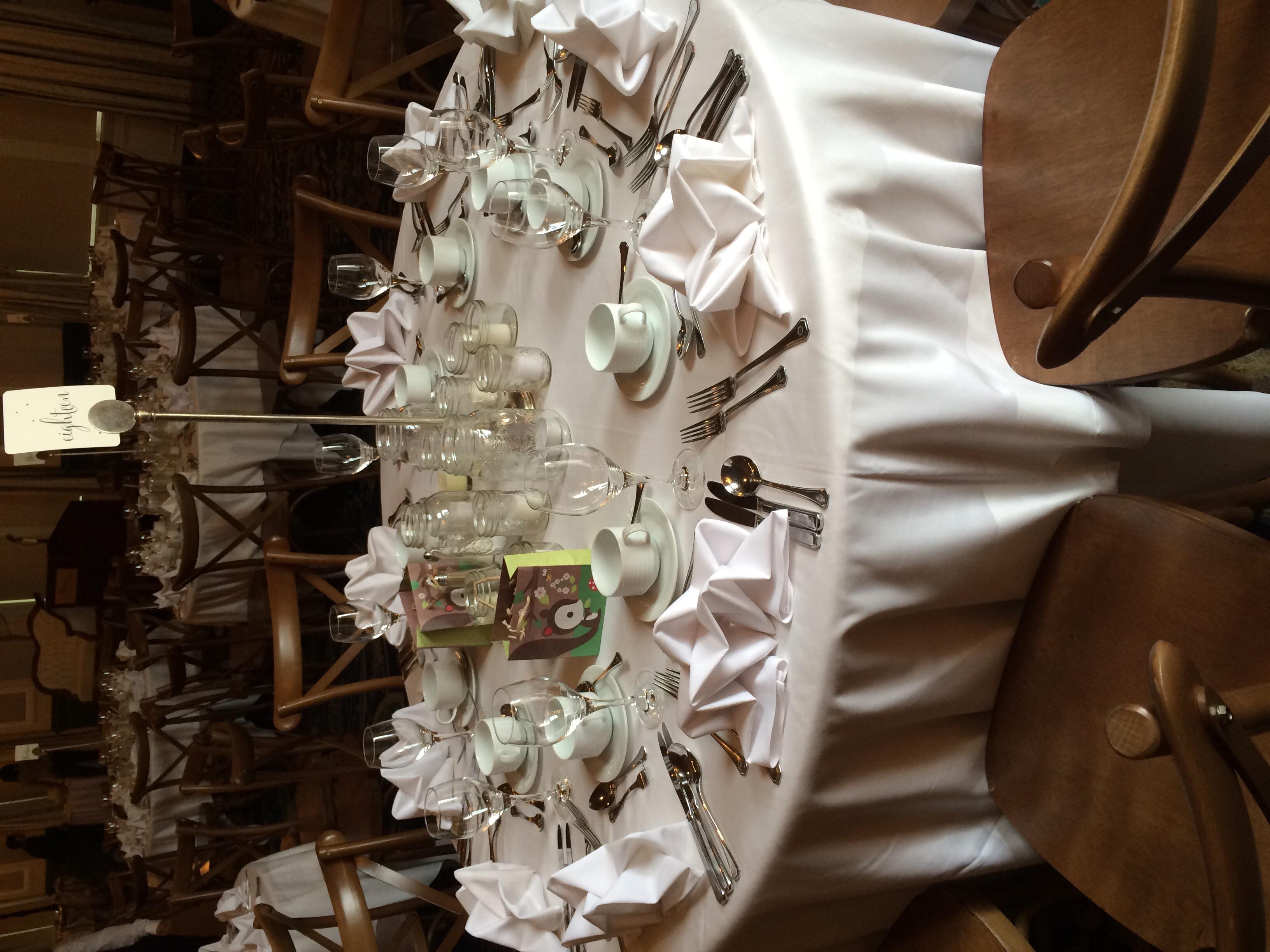 Nin and Vip chose simple tabletop decor, using mason jars to hold beautiful candlelight.