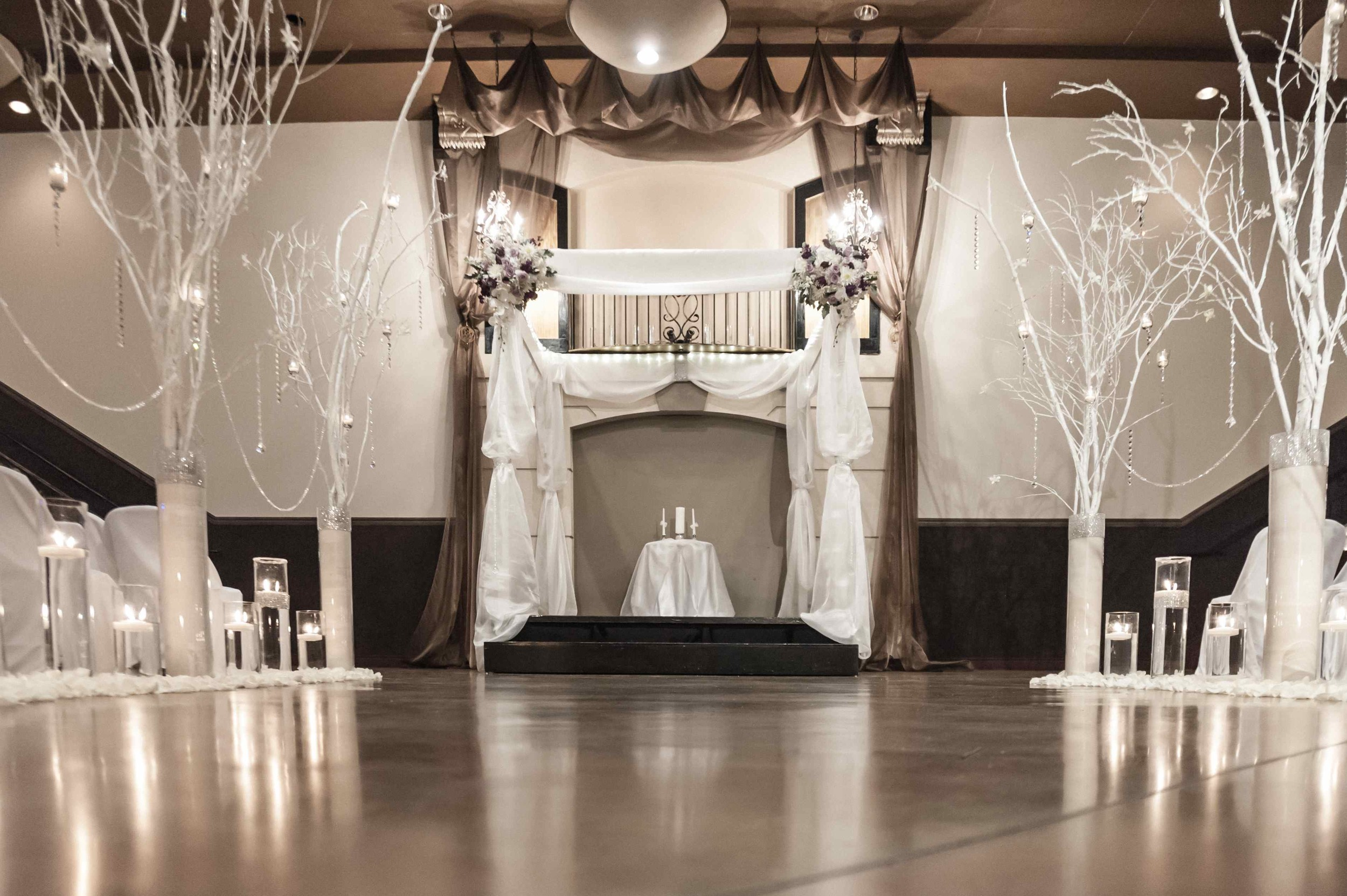 Dramatic-winter-white-wedding-decor-at-Bella-Sera.jpg