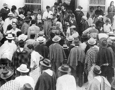Here, numerous fans (almost all wearing ruanas and hats) gather around riders before the start of a stage in the 1960s. Boyacá has always been hosted stages of the Vuelta A Colombia, since its population has always been very devoted to the sport.