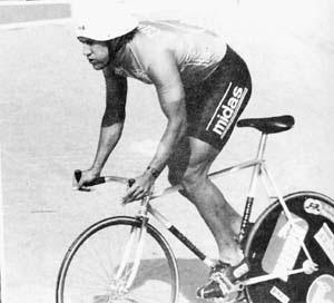 Efraín Domínguez on the track.