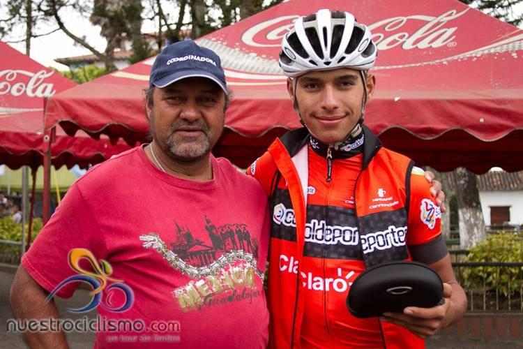 Fernando with his father (Photo: Nuestro Ciclismo)