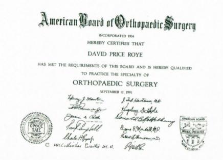 我的骨外科医生资历认证证书,可以看到证书是由美国骨外科医师协会(American Board of Orthopaedic Surgery)颁发的。美国的美国骨外科医师协会成立于1934年,是一个完全的私营机构,由骨科医生负责管理。除了行医执照外,每位美国骨科医生都必须拥有这张证书才能合法执业。