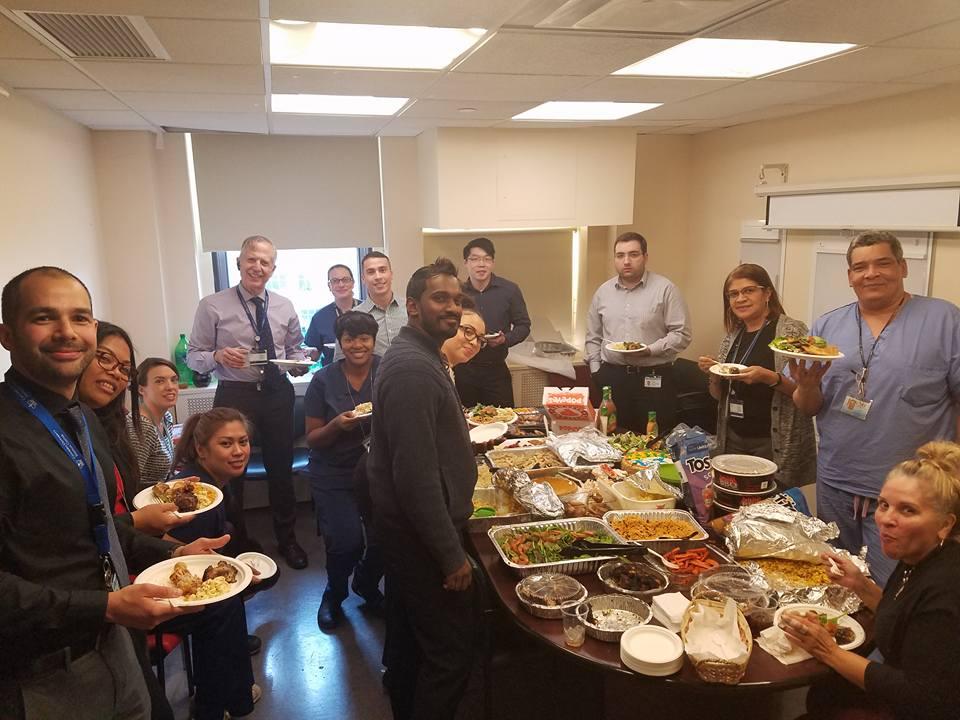 今年感恩节前的科室聚餐。有趣的是照片中只有一位主治医生(我),其他都是我们科室的护士、医生助理、行政和科研人员等等。我每天的工作都离不开这整个团队的协作。