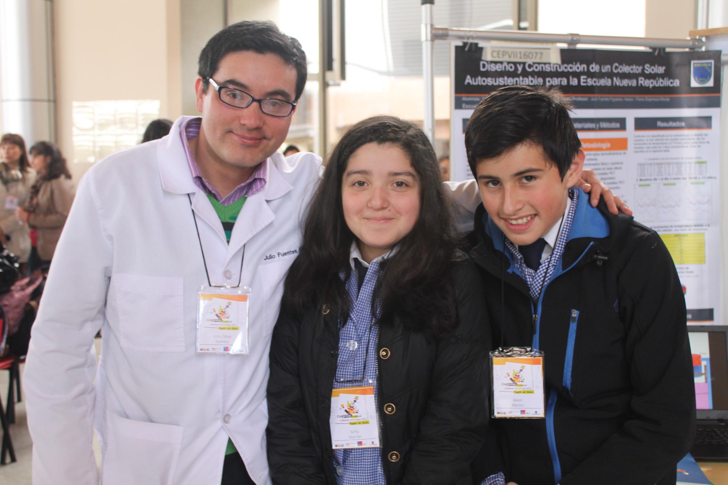 Prof. Julio César Fuentes Figueroa, Sofia Millaray Alarcón Quiroga, Kevin Esteban Merino Araneda, Escuela Nueva República .JPG