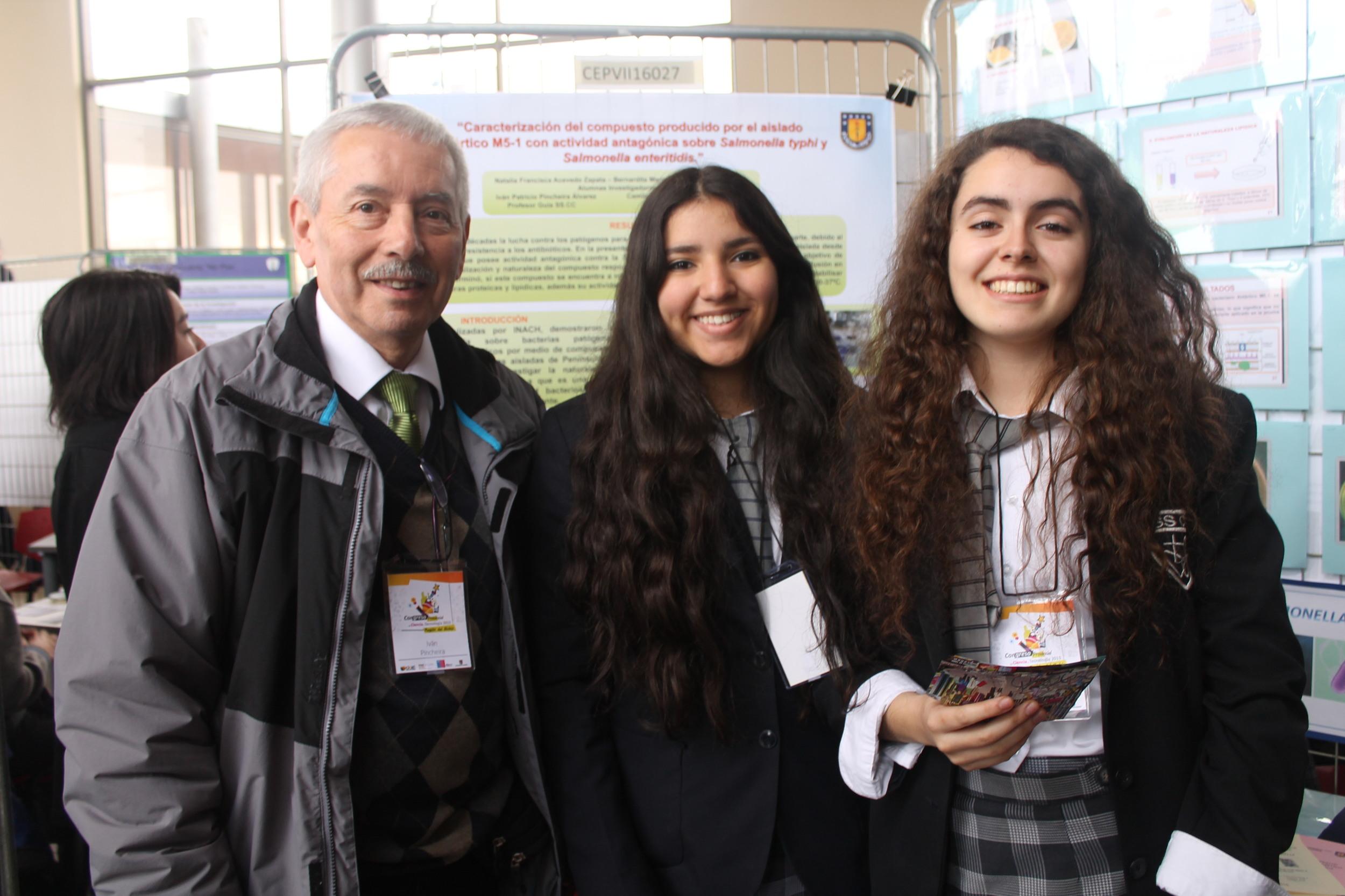 Prof. Iván Patricio Pincheira Álvarez, Natalia Francisca Acevedo Zapata, Bernardita María Sáez Ugarte, Colegio Sagrados Corazones Concepción.JPG