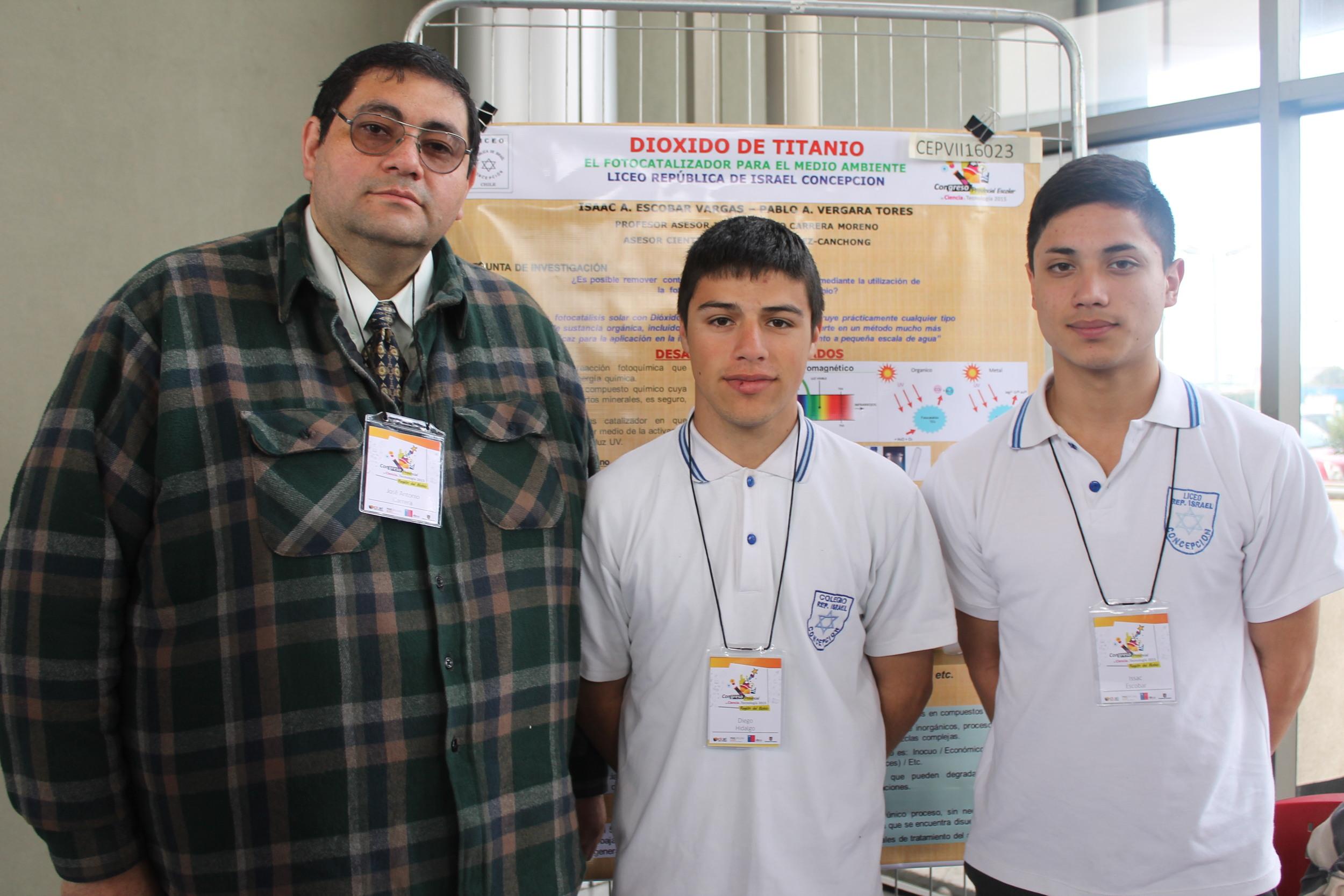 Prof José Antonio Carrasco Moreno, Isaac Alejandro Escobar Vargas, Diego Thomás Hidalgo Collao, Liceo República de Isrrael Concepción .JPG