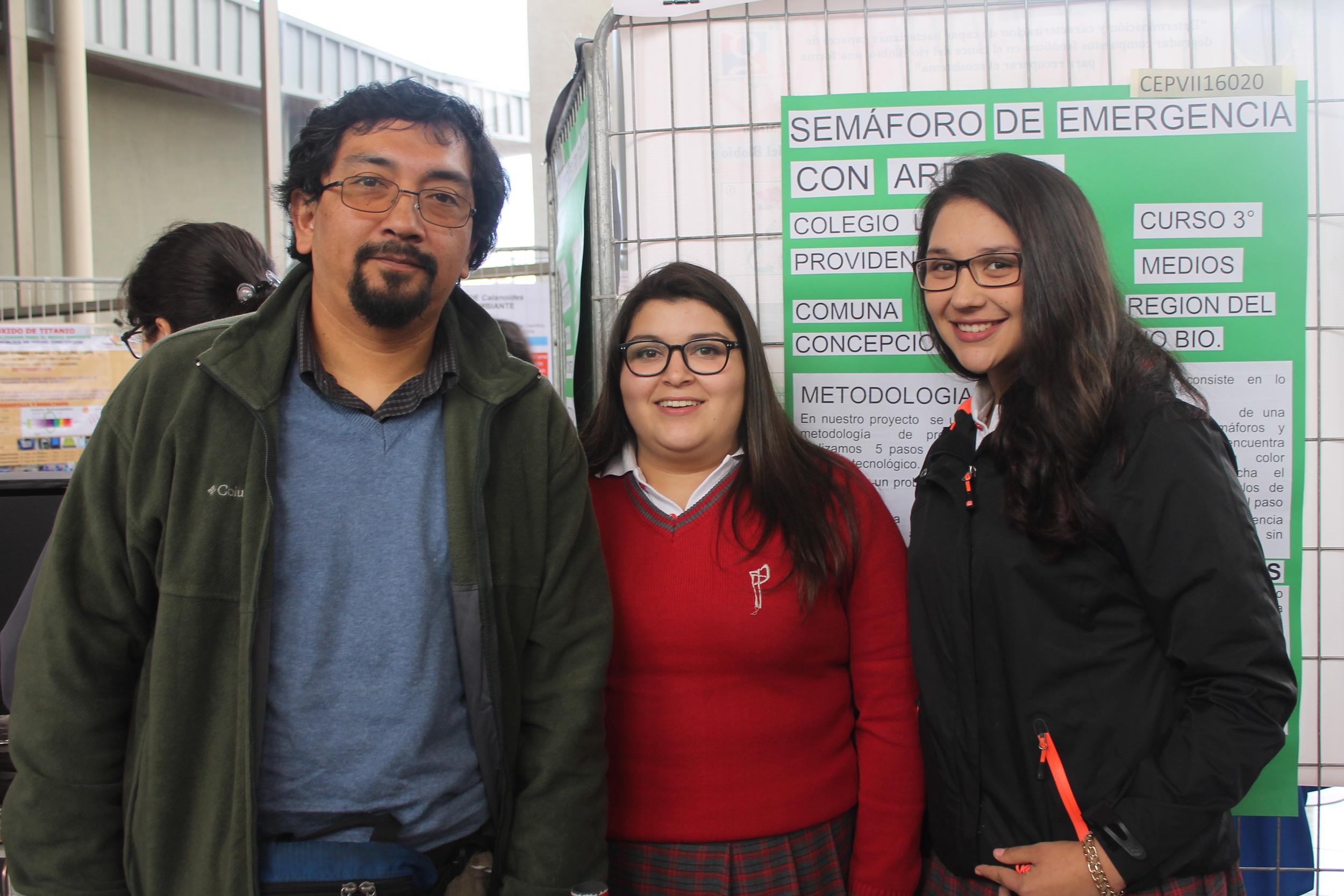Prof Elvis José Ortíz Calbul, Catalina Belén Beltrán Toledo, Emelyn Sofia Gutierrez Godoy,Colegio La Providencia .JPG