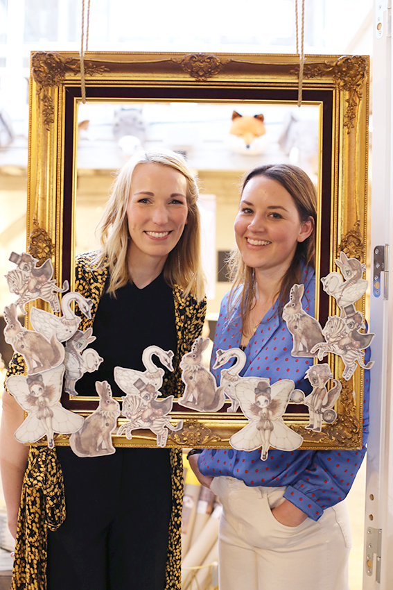 Finaste Emma och Johanna - största TACK för att ni ordnade en så fin kväll!  Så kul med paper friends fotoram.