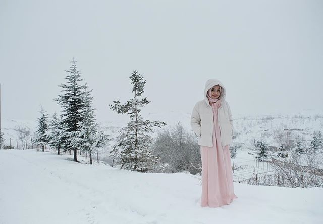 Snow time💗❄️ #dailytinaturkey #turkey #hijabfashion #hijabstyle