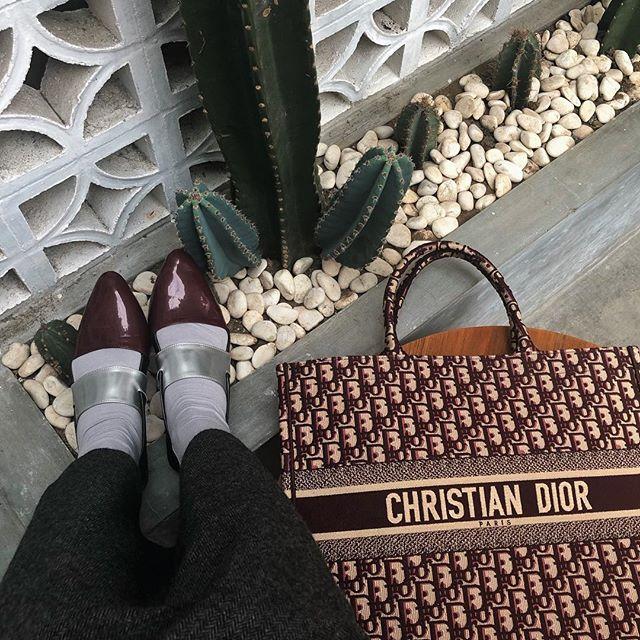 Love banget sama sepatu ini by @dailydarling dan leging wudhu yg kupakai terus sehari2 dari @lbylcb @laudyacynthiabella karena super nyaman adem bahannya, ukurannya juga pas banget di aku🤩✨